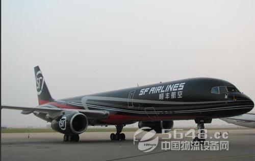 据介绍,早在2009年12月,顺丰快递就有了自己的飞机,成为国内首家拥