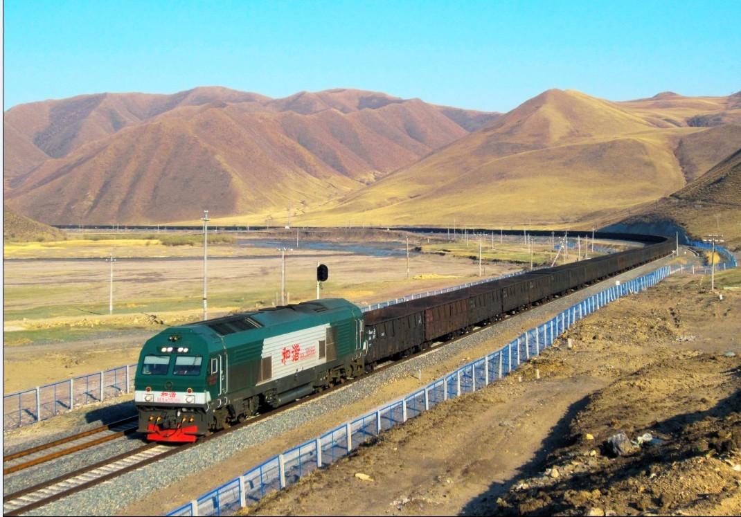 与此同时,西藏拉萨至日喀则铁路正式开通,中国北车大连机车公司